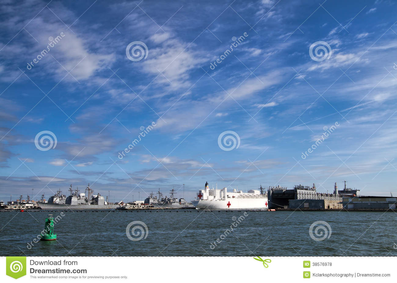 Baia di Chesapeake delle navi degli Stati Uniti Norfolk