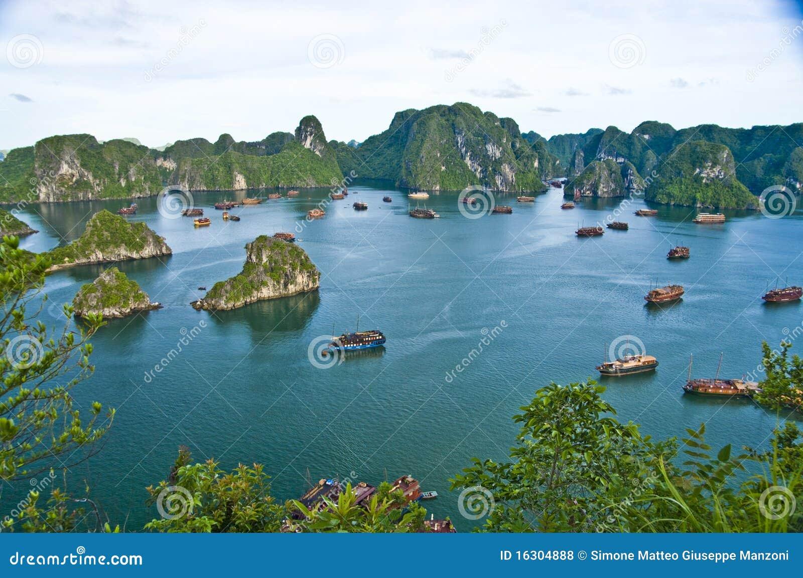 Halong Vietnam  city photos gallery : Baia Di Halong, Vietnam Fotografie Stock Libere da Diritti Immagine ...