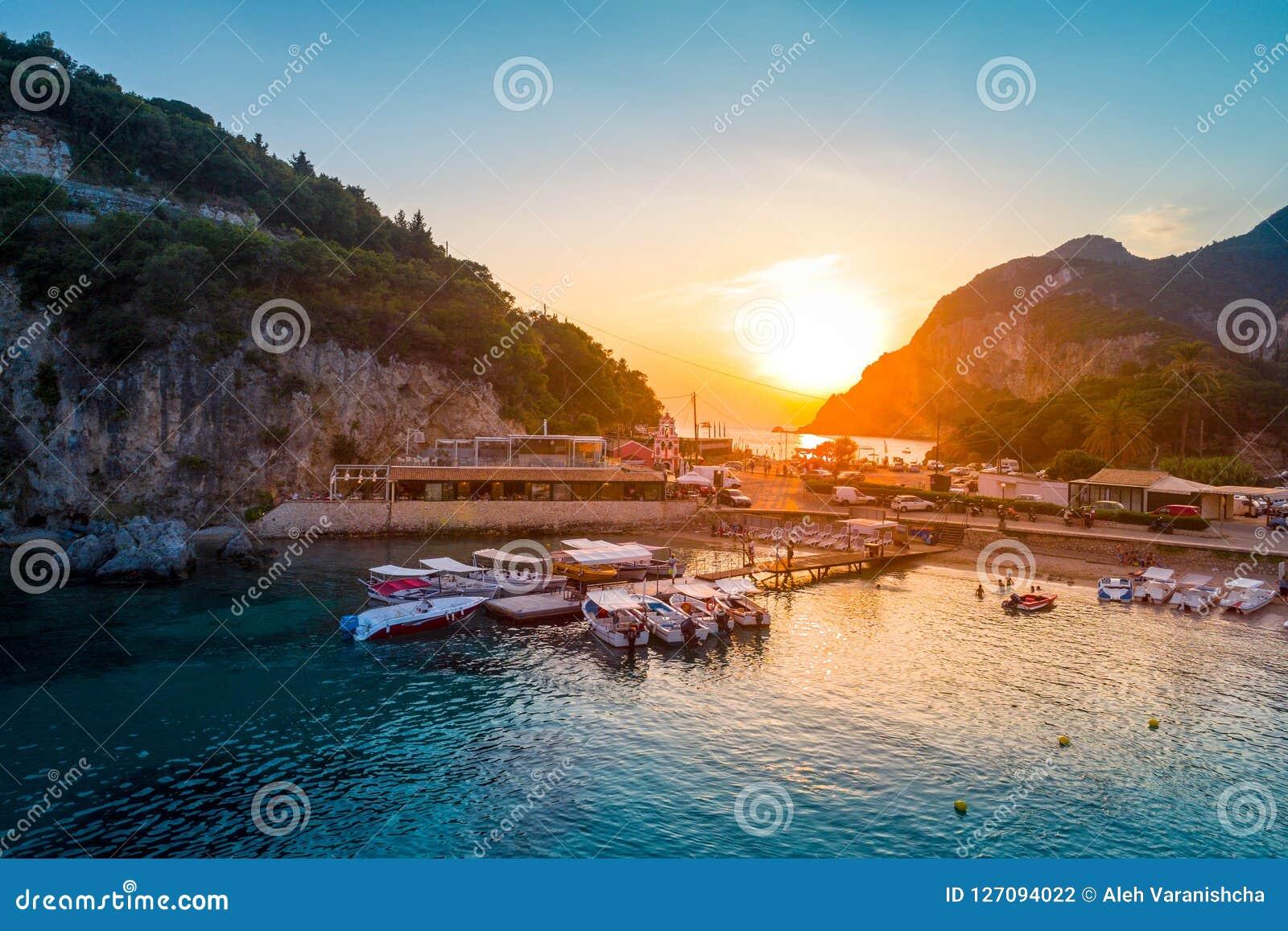 Baia di Paleokastritsa su Corfù, arcipelago ionico, Grecia