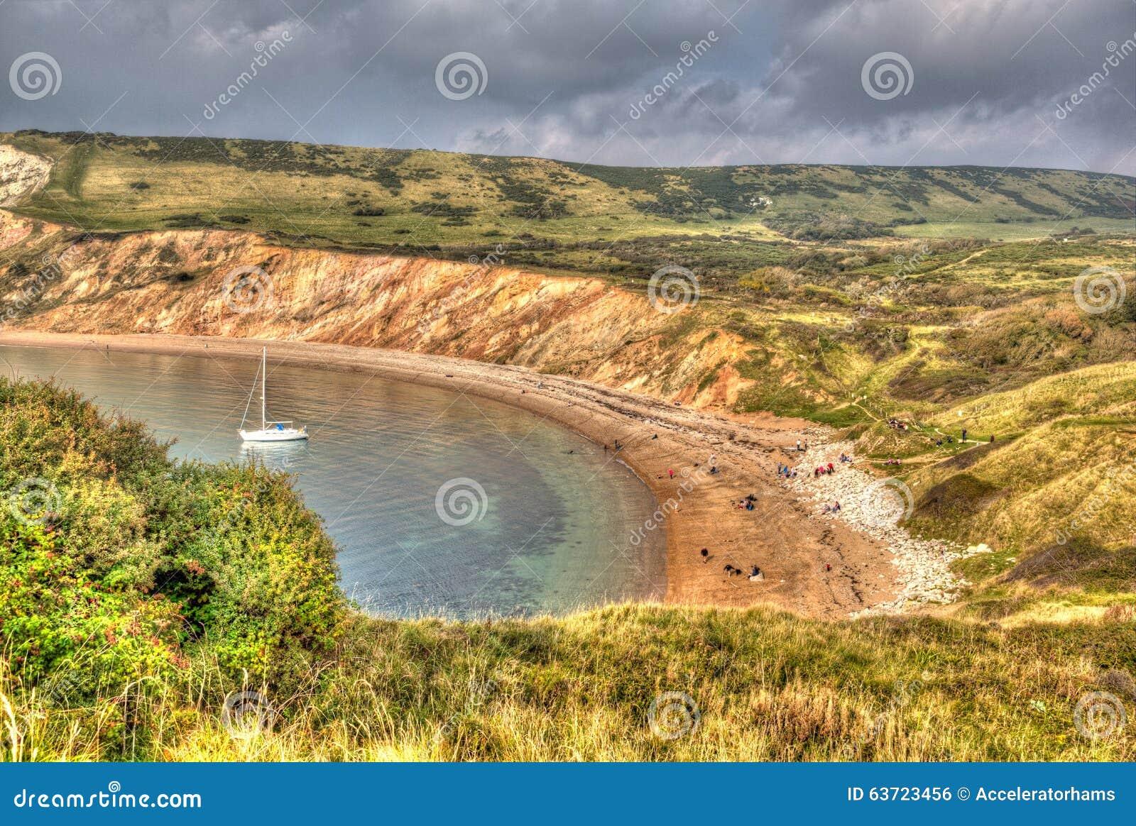 Baia di Worbarrow ad est della baia di Lulworth sulla costa Inghilterra Regno Unito di Dorset in HDR colourful