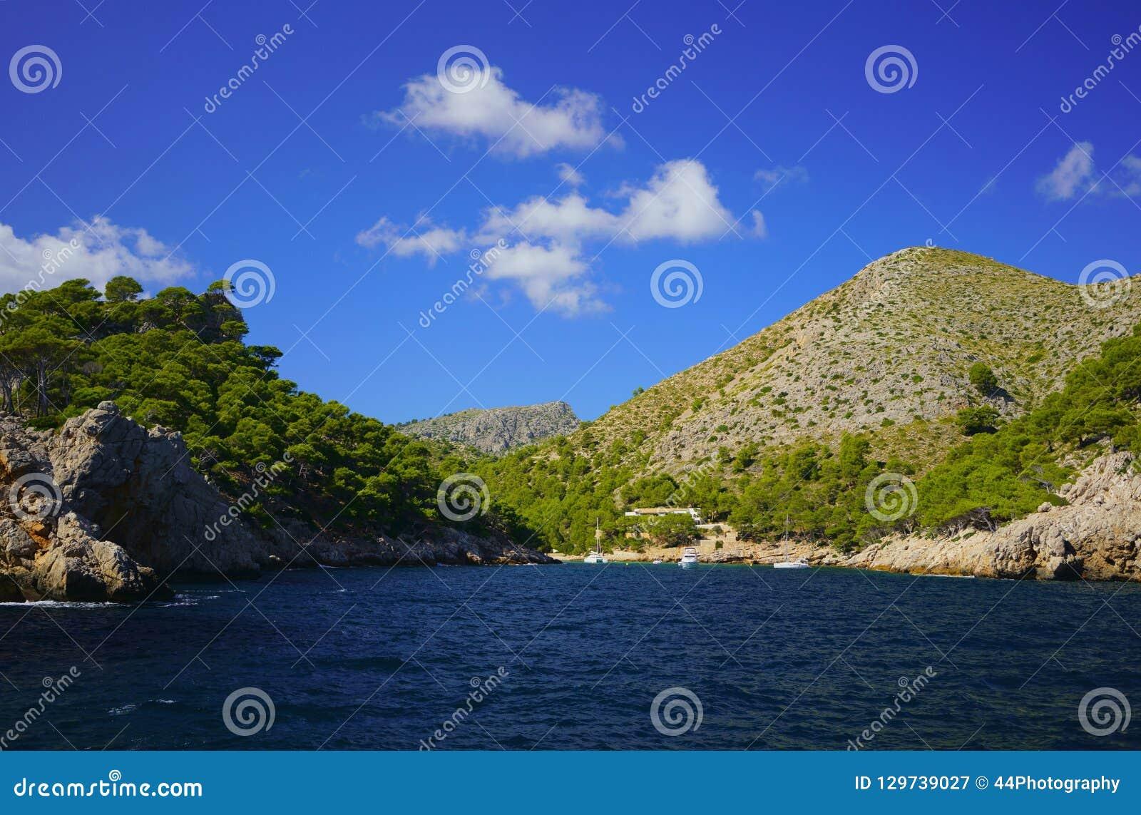 Baia pittoresca di Cala Murta in Mallorca del Nord, penisola di Formentor, Pollensa, Maiorca, Isole Baleari, Spagna