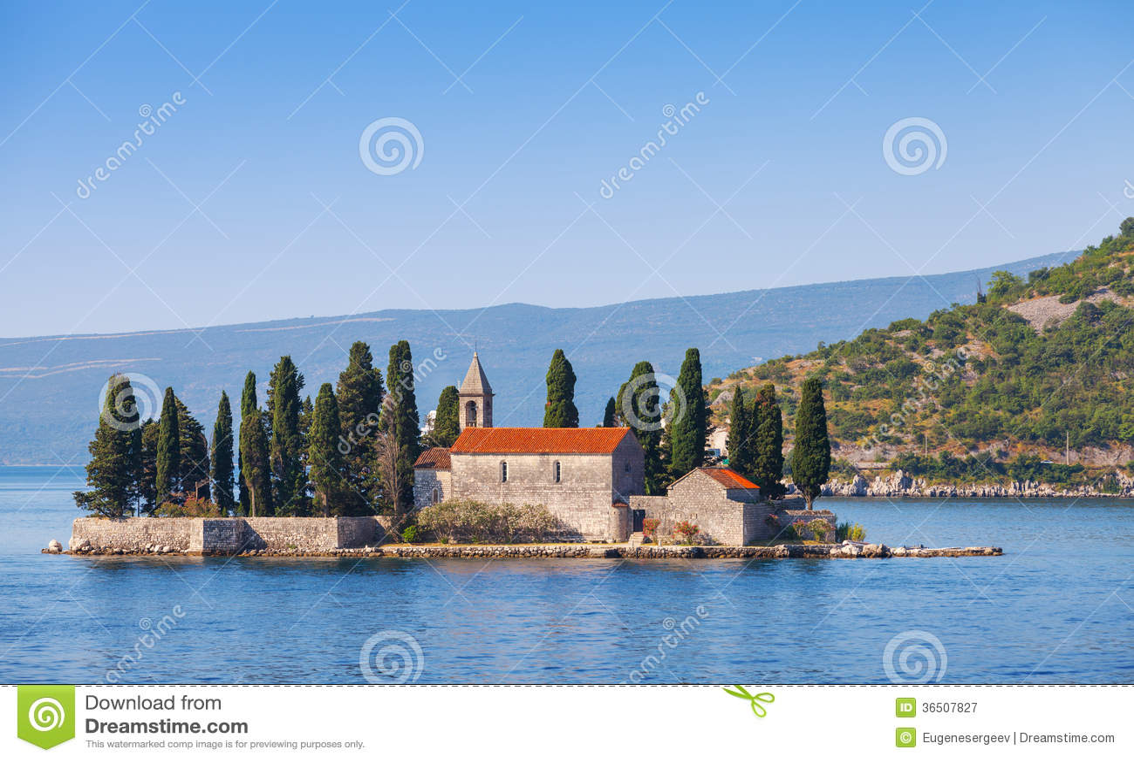 Baie de Kotor, île avec le monastère