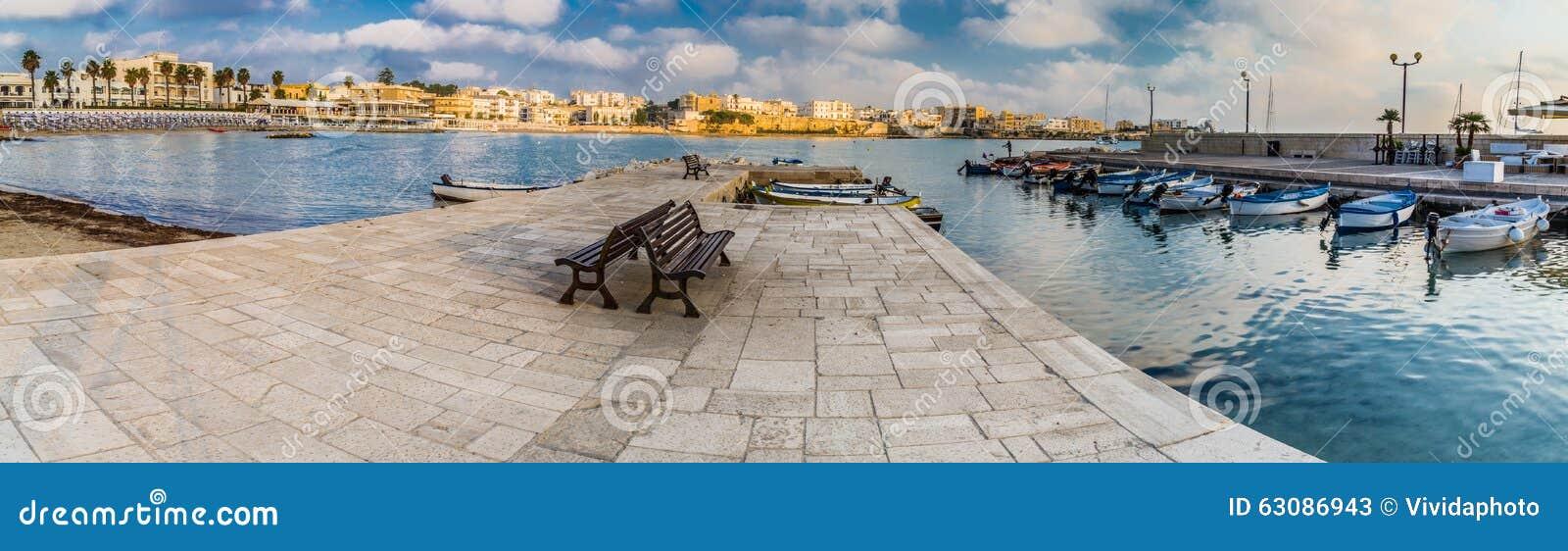 Download Baie sur la Mer Adriatique image stock. Image du quai - 63086943