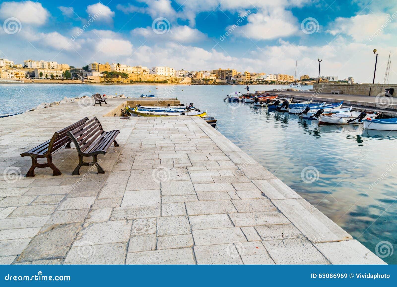 Download Baie sur la Mer Adriatique image stock. Image du compartiment - 63086969