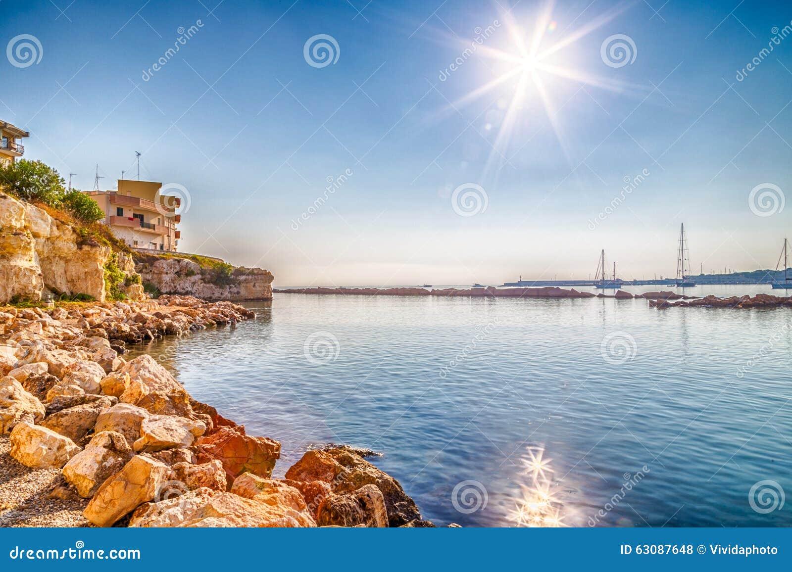Download Baie sur la Mer Adriatique photo stock. Image du ville - 63087648