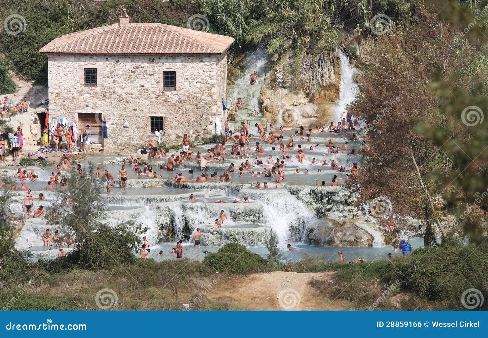 Baigneurs Dans Terme Di Saturnia Toscane Italie Photo