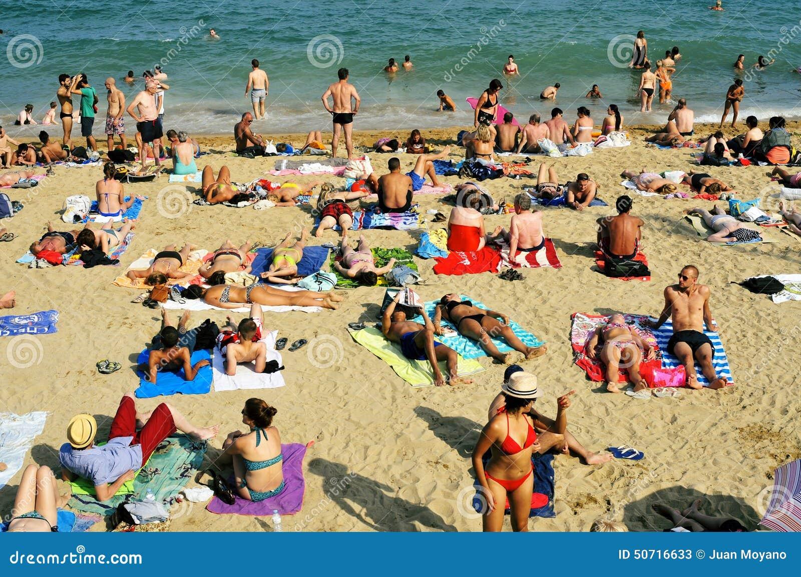 Baigneurs de plage nudistes