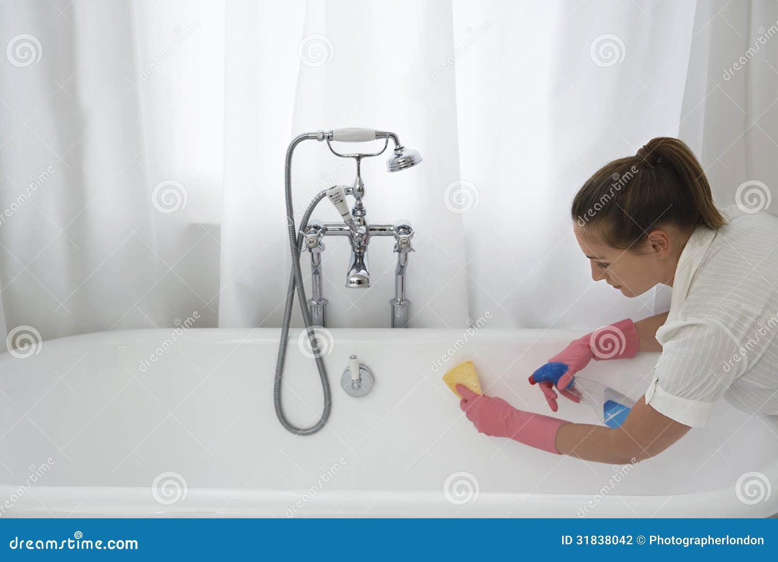 baignoire de nettoyage de femme photographie stock image 31838042. Black Bedroom Furniture Sets. Home Design Ideas