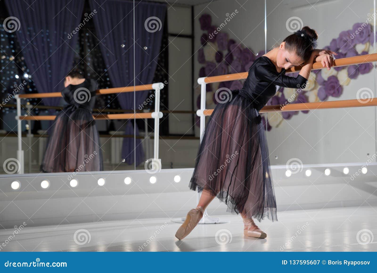 Bailarina no salão de formação