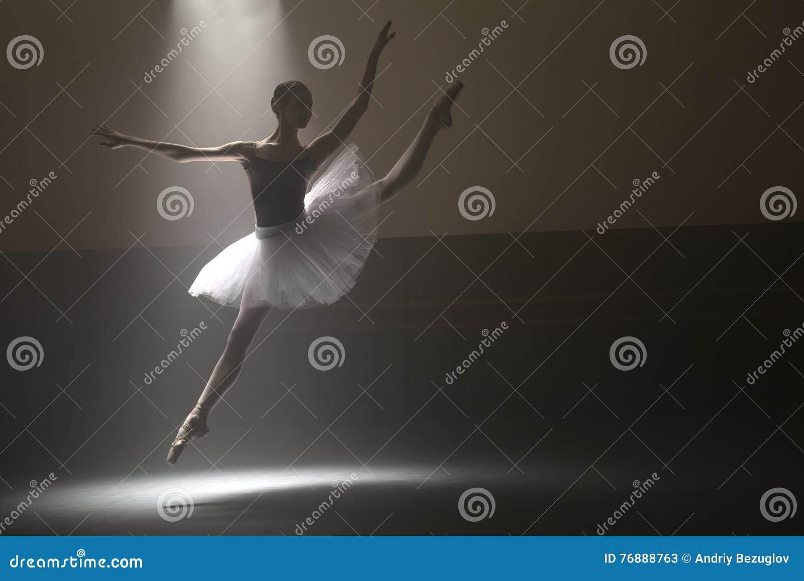 Bailarina no tutu branco