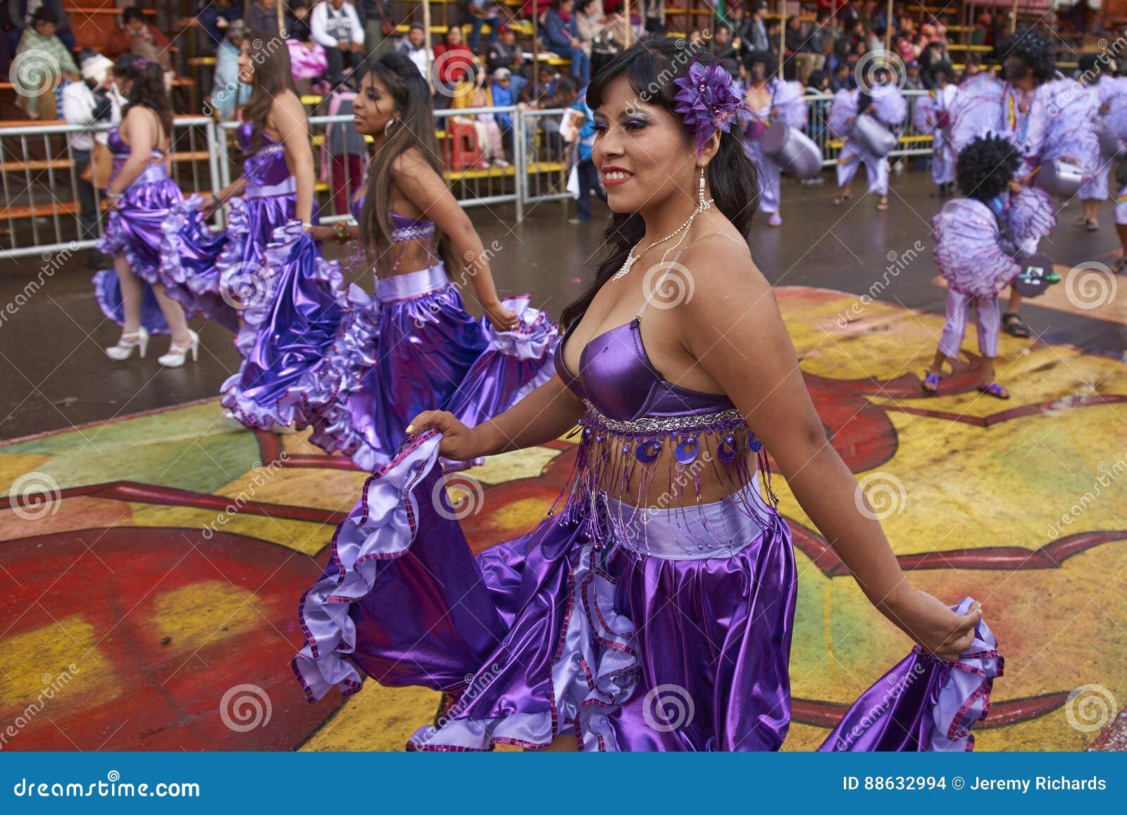 Bailarines Colorido Vestidos En El Carnaval De Oruro En Bolivia ...