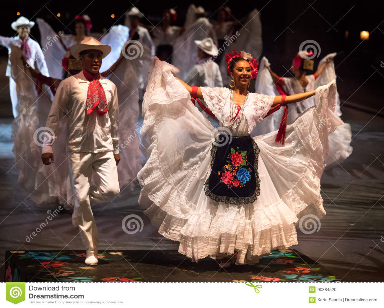 Bailarines En Un Vestido Mexicano Tradicional Viejo Imagen