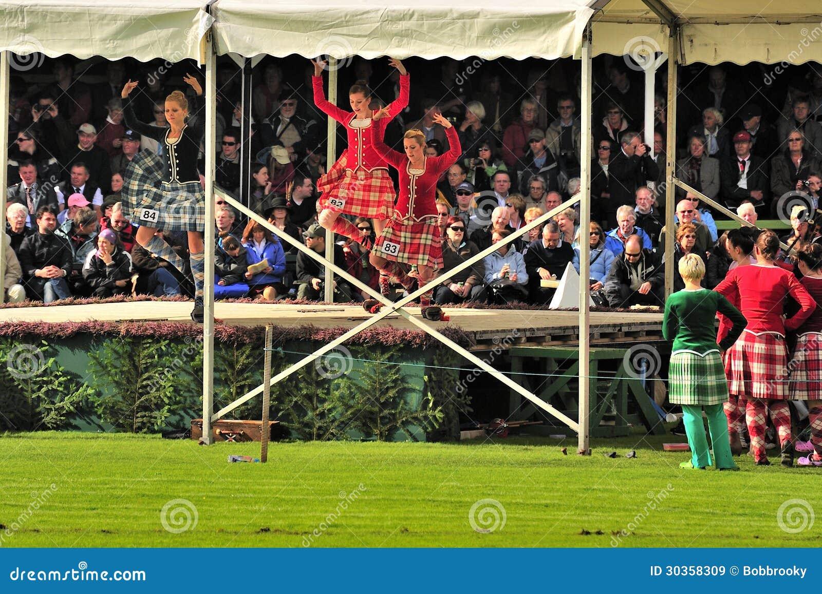 Bailarines escoceses del país, Braemar, Escocia
