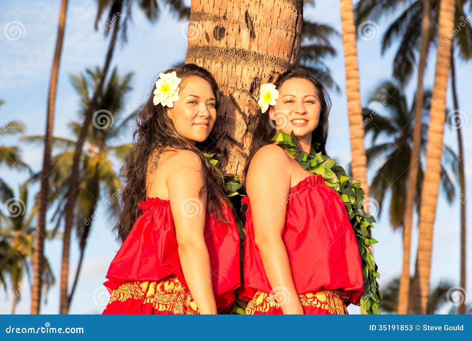 Bailarines jovenes del hula