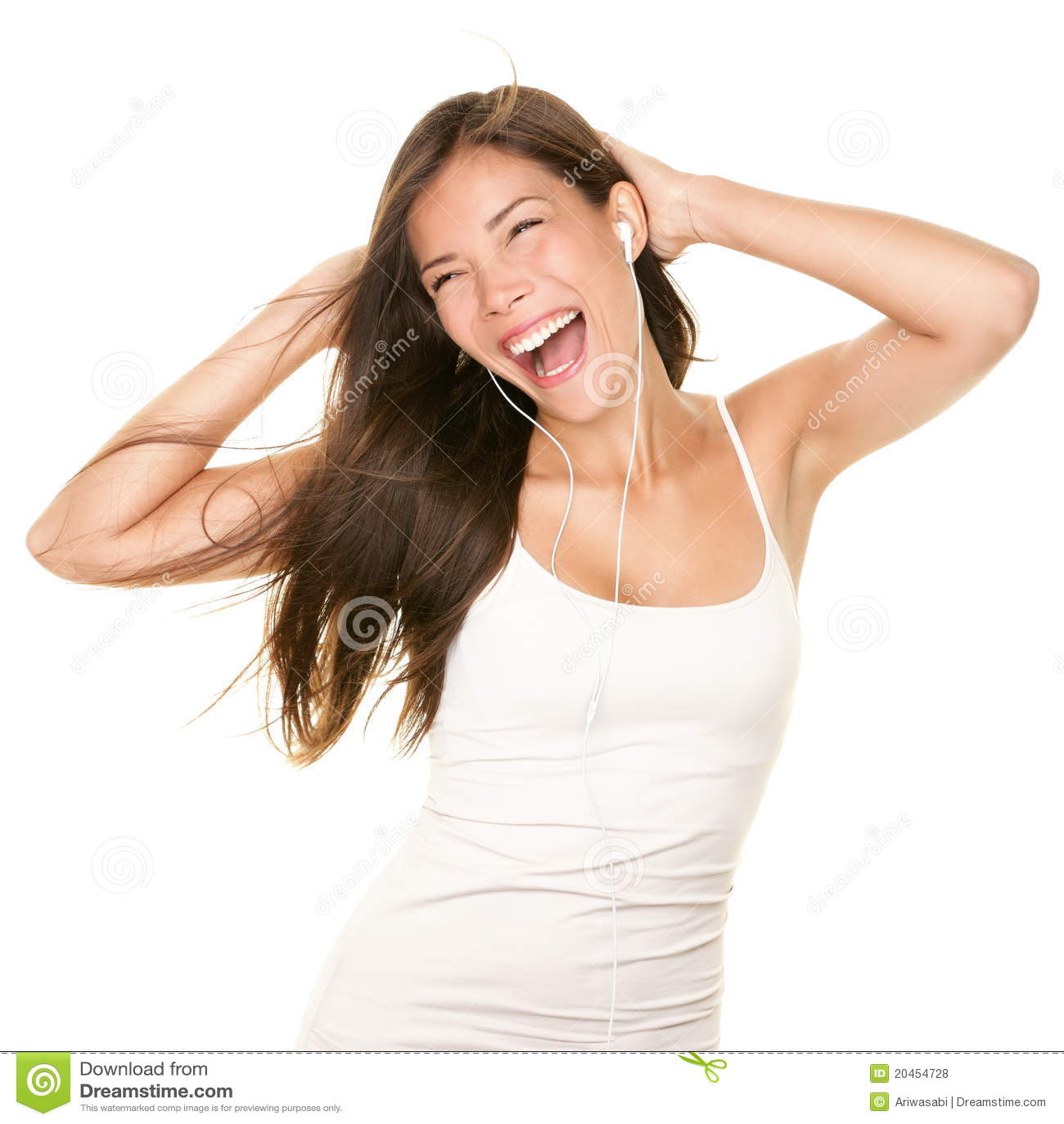 Baile de la mujer con los earbuds/los auriculares