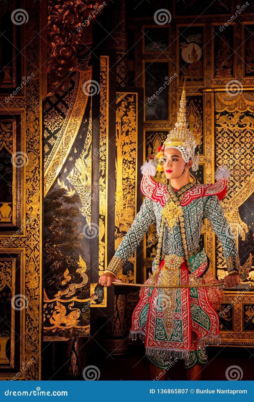 Baile de Tailandia de la cultura del arte en khon enmascarado en el ramayana de la literatura, mono clásico tailandés enmascarado
