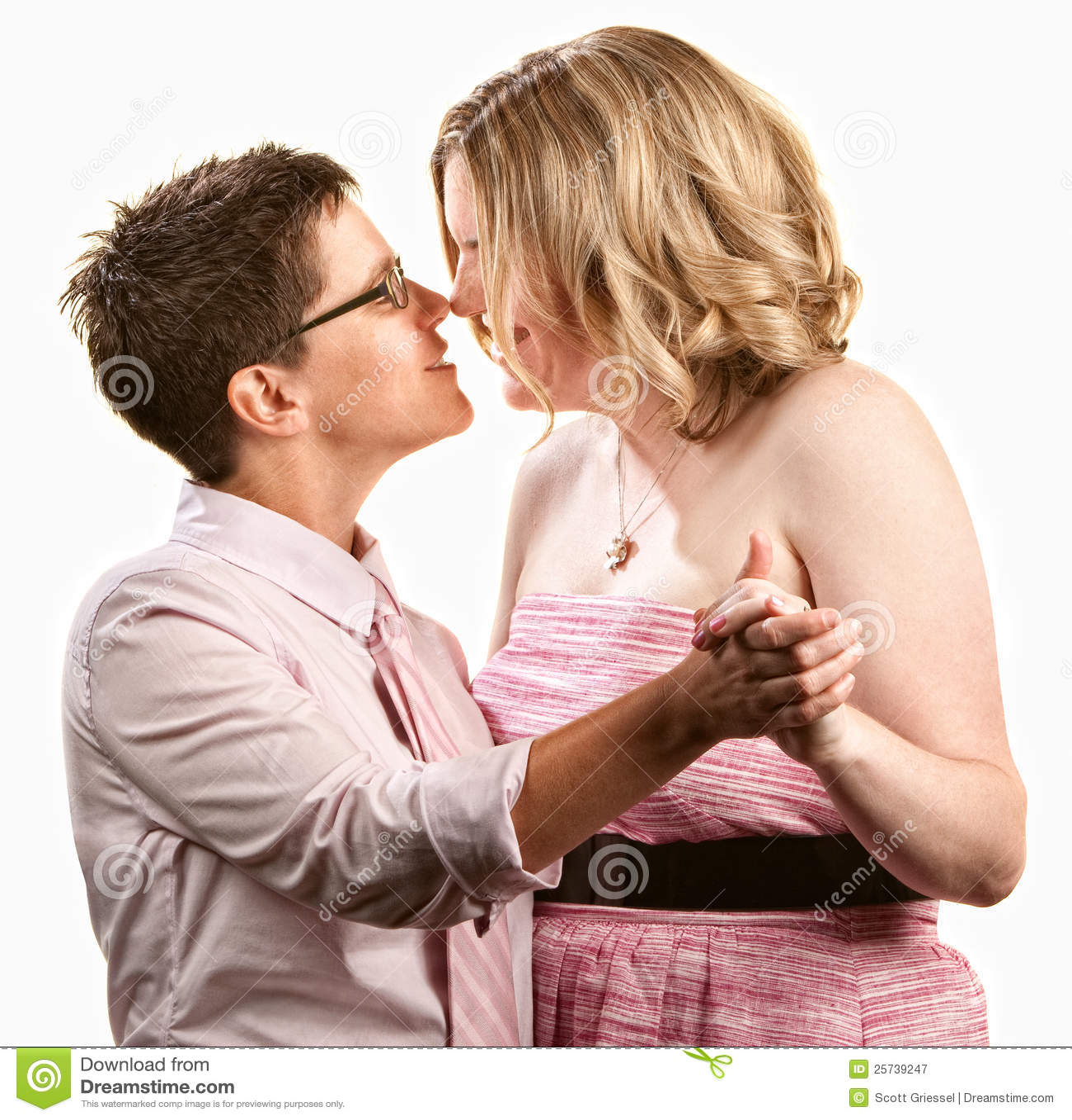 https://thumbs.dreamstime.com/z/baile-lesbiano-de-los-pares-25739247.jpg