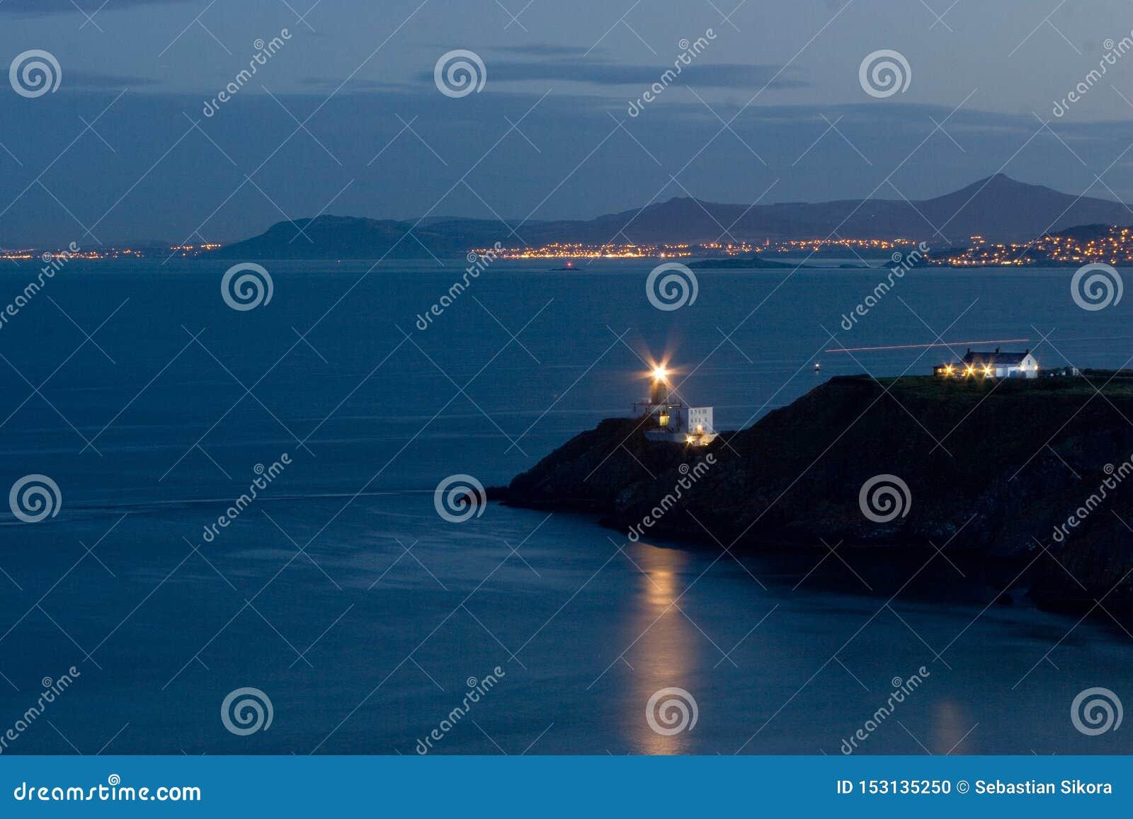 Baily latarnia morska przy nocą w Howth, Dublin, Irlandia