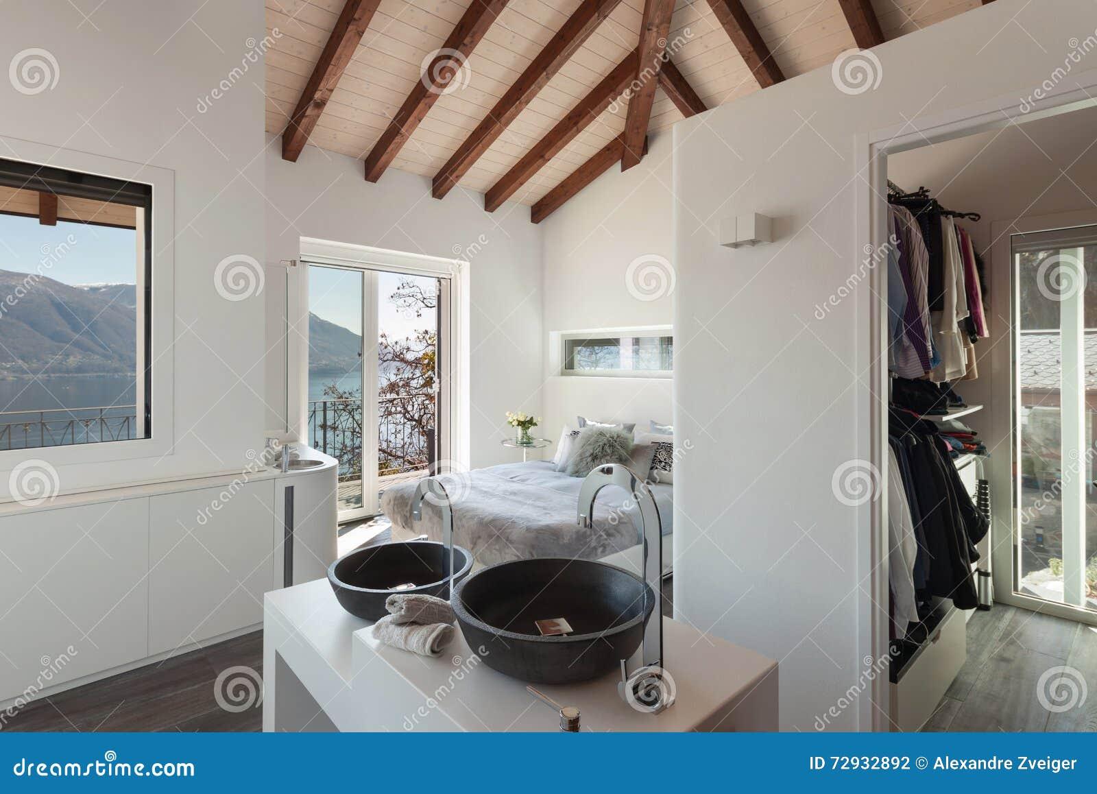 Bain Confortable Dans La Chambre A Coucher Photo Stock Image Du