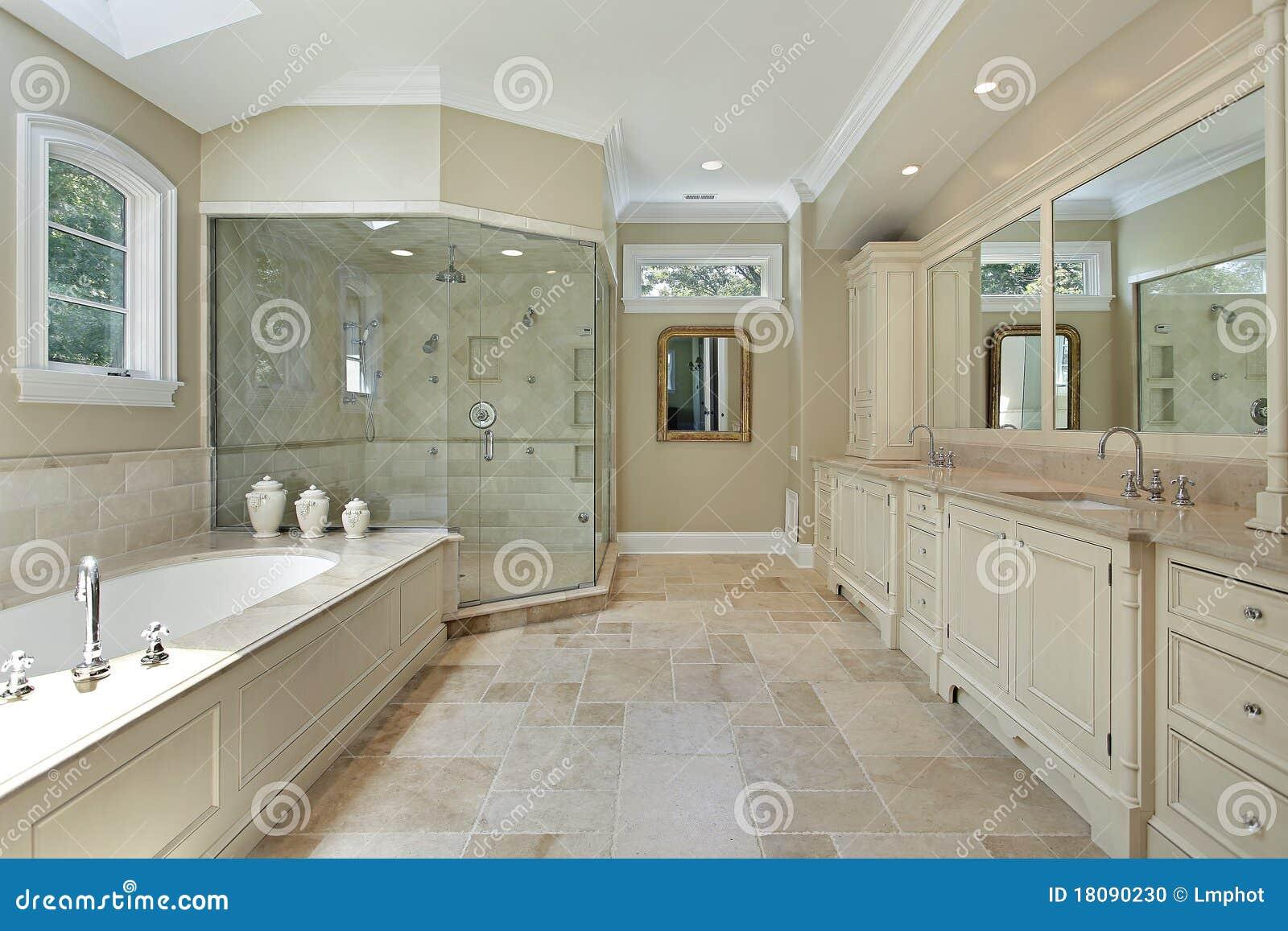 bain principal avec la grande douche en verre photo stock image 18090230. Black Bedroom Furniture Sets. Home Design Ideas