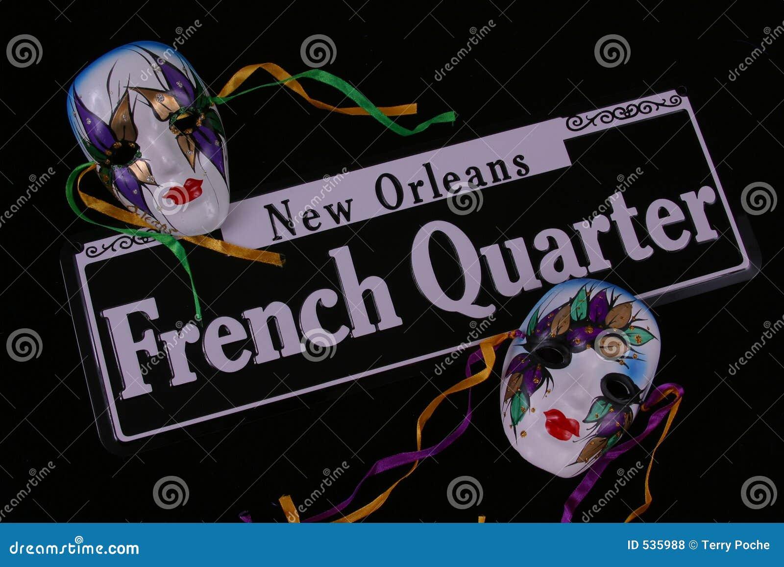 Bairro francês e duas máscaras