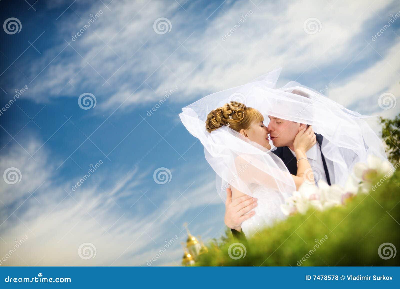 Baiser de mariée et de marié
