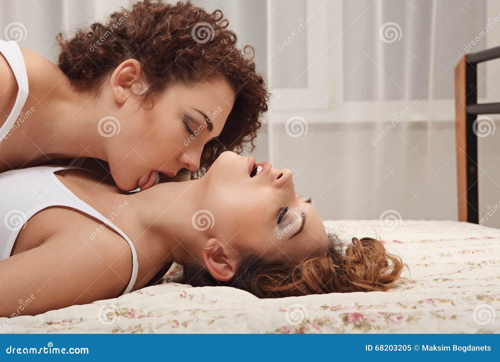 noir et blanc lesbiennes baisers ébène noir poussins