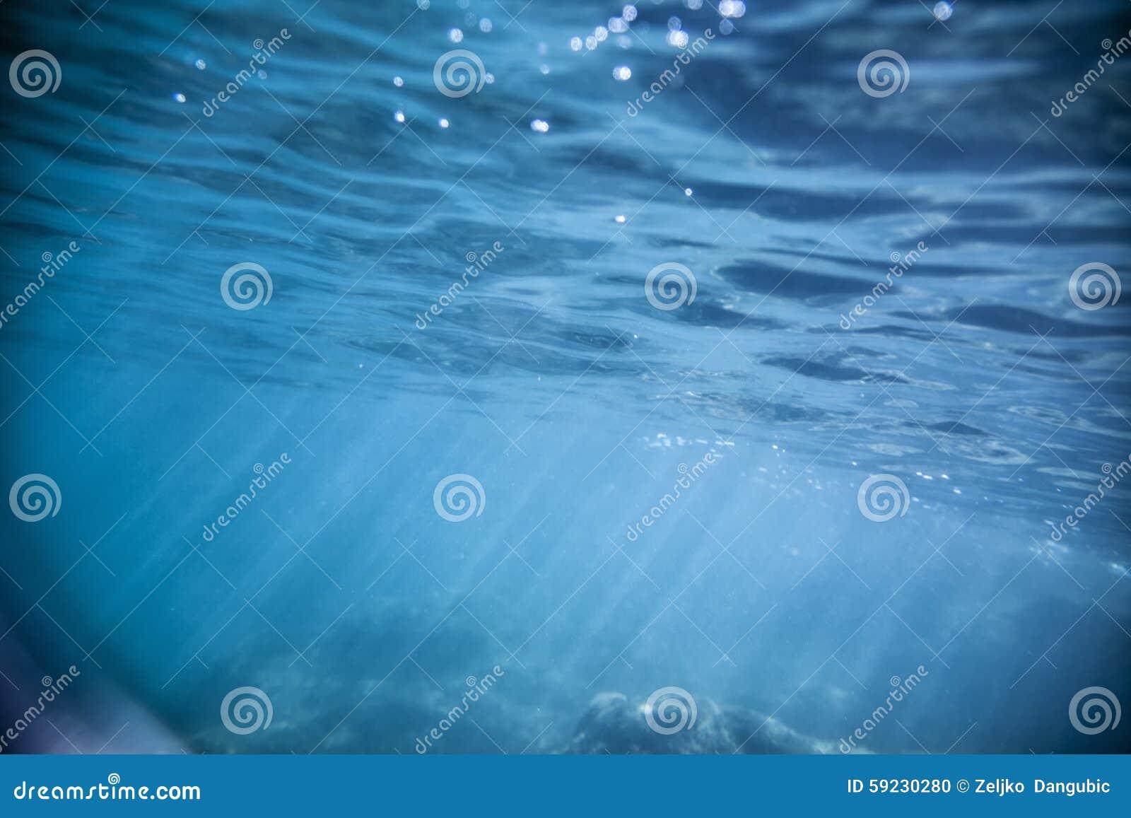 Download Bajo el agua foto de archivo. Imagen de salto, superficie - 59230280