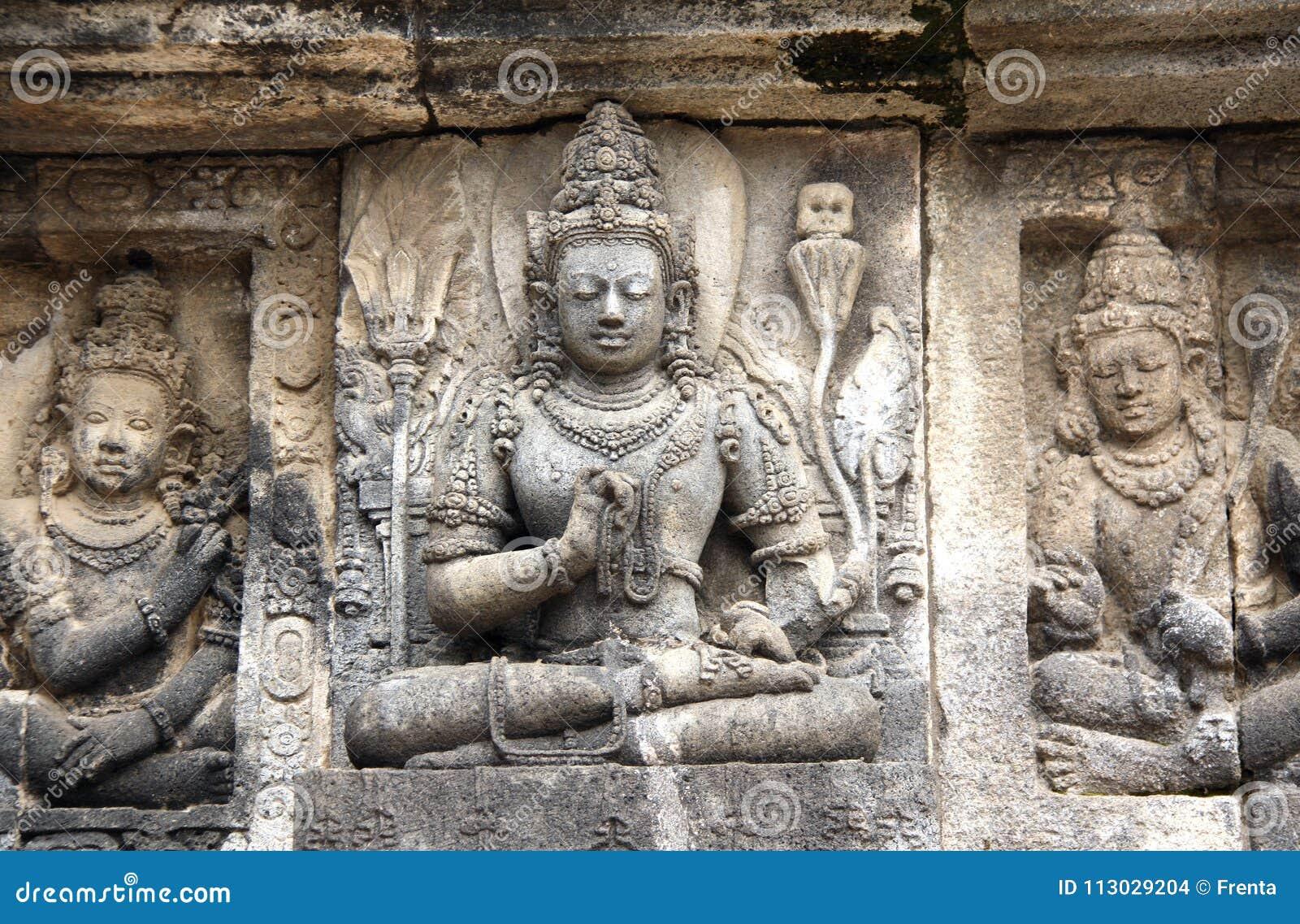 Bajorrelieve de meditar a Buda, Prambanan, Yogyakarta, Java, adentro