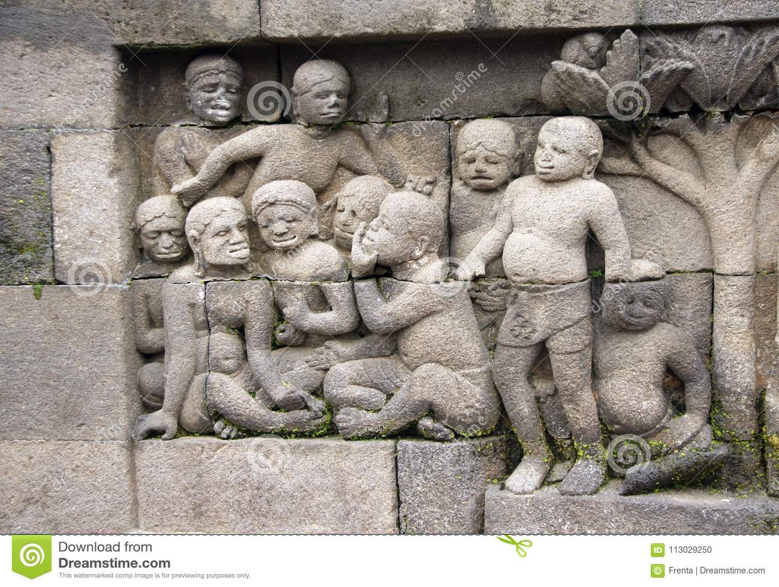 Bajorrelieve de piedra antiguo, templo Borobudur, Yogyakarta de Buddist