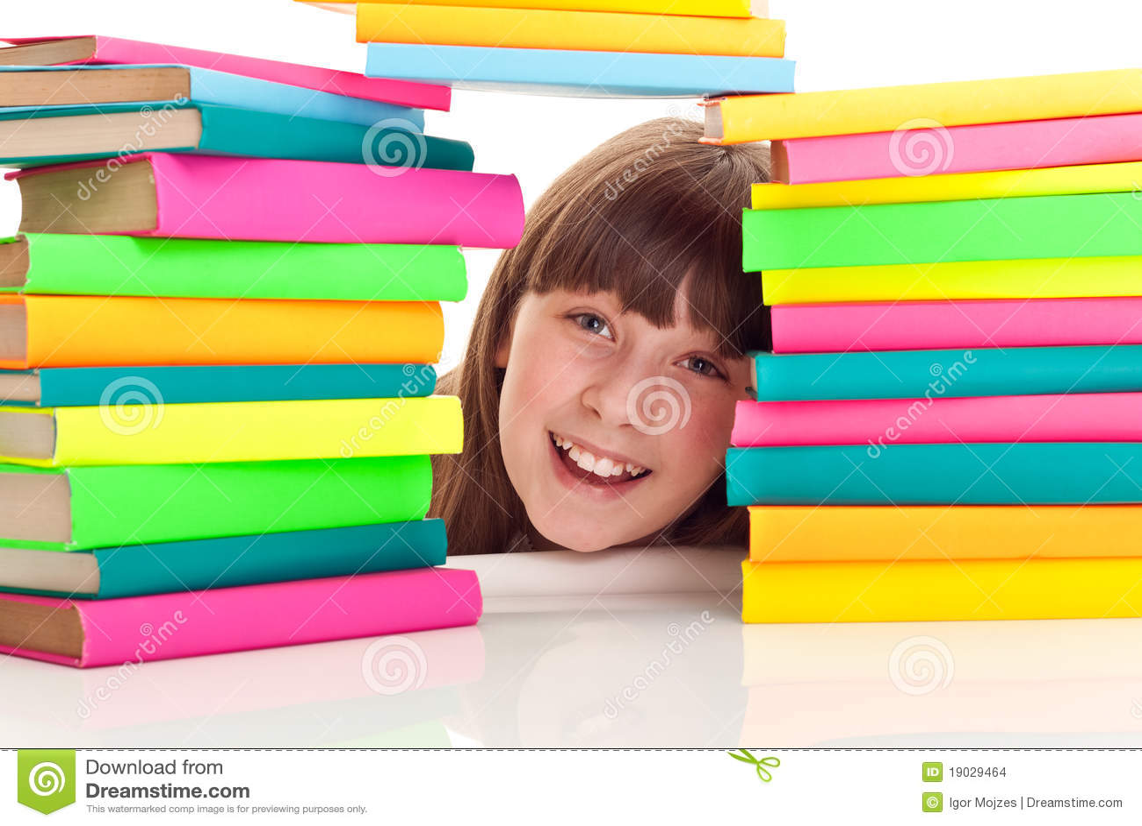Bak böcker pile deltagaren