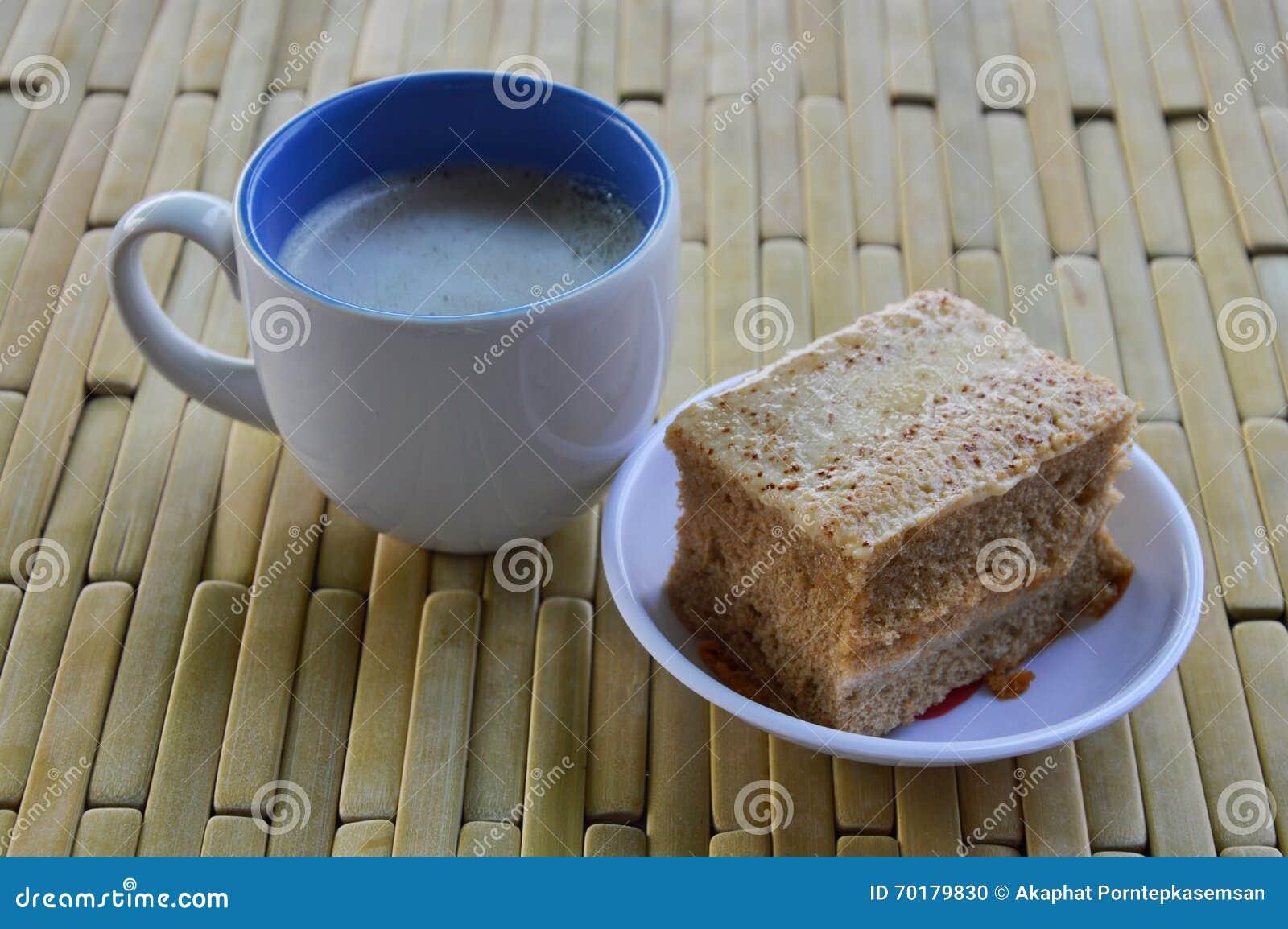Baka ihop och mjölka kaffe på bambuplattan