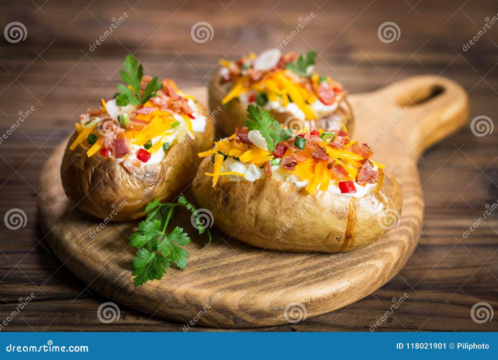 Bakade potatisar med ost och bacon