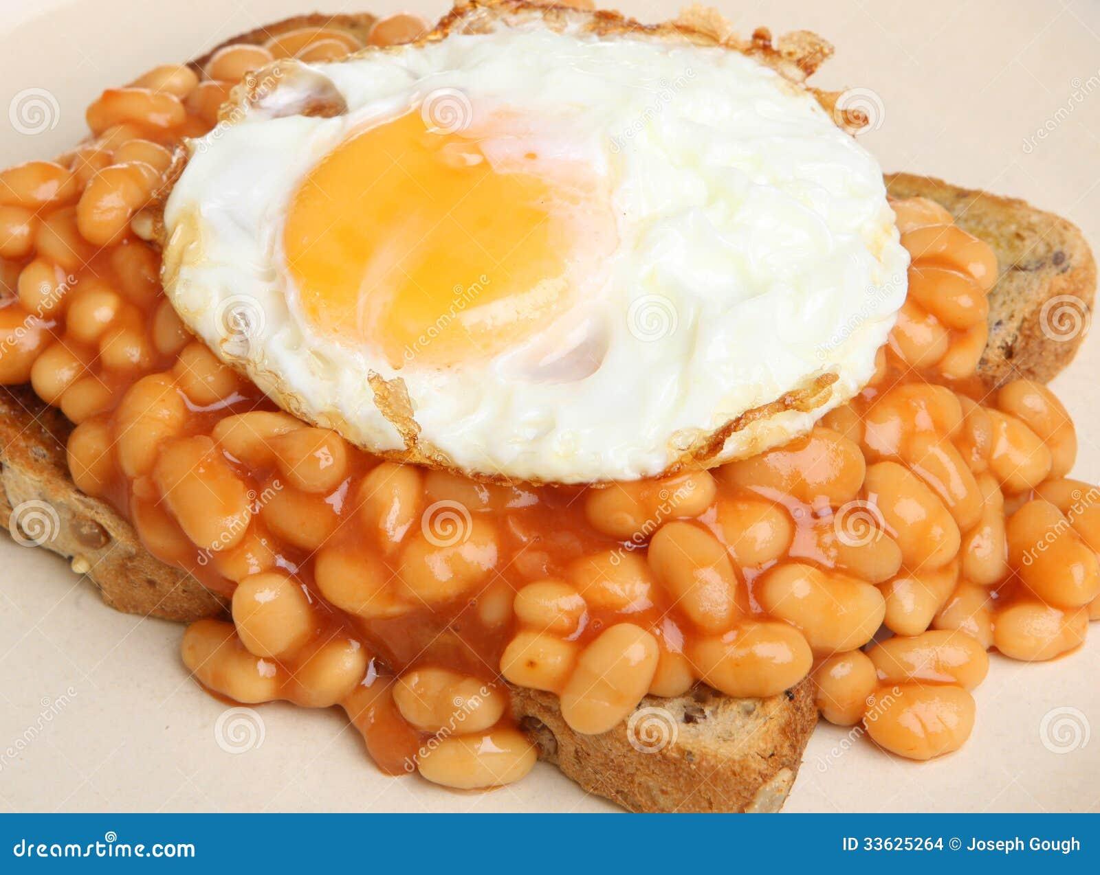 Baked Beans & Fried Egg On Toast Stock Images - Image: 33625264