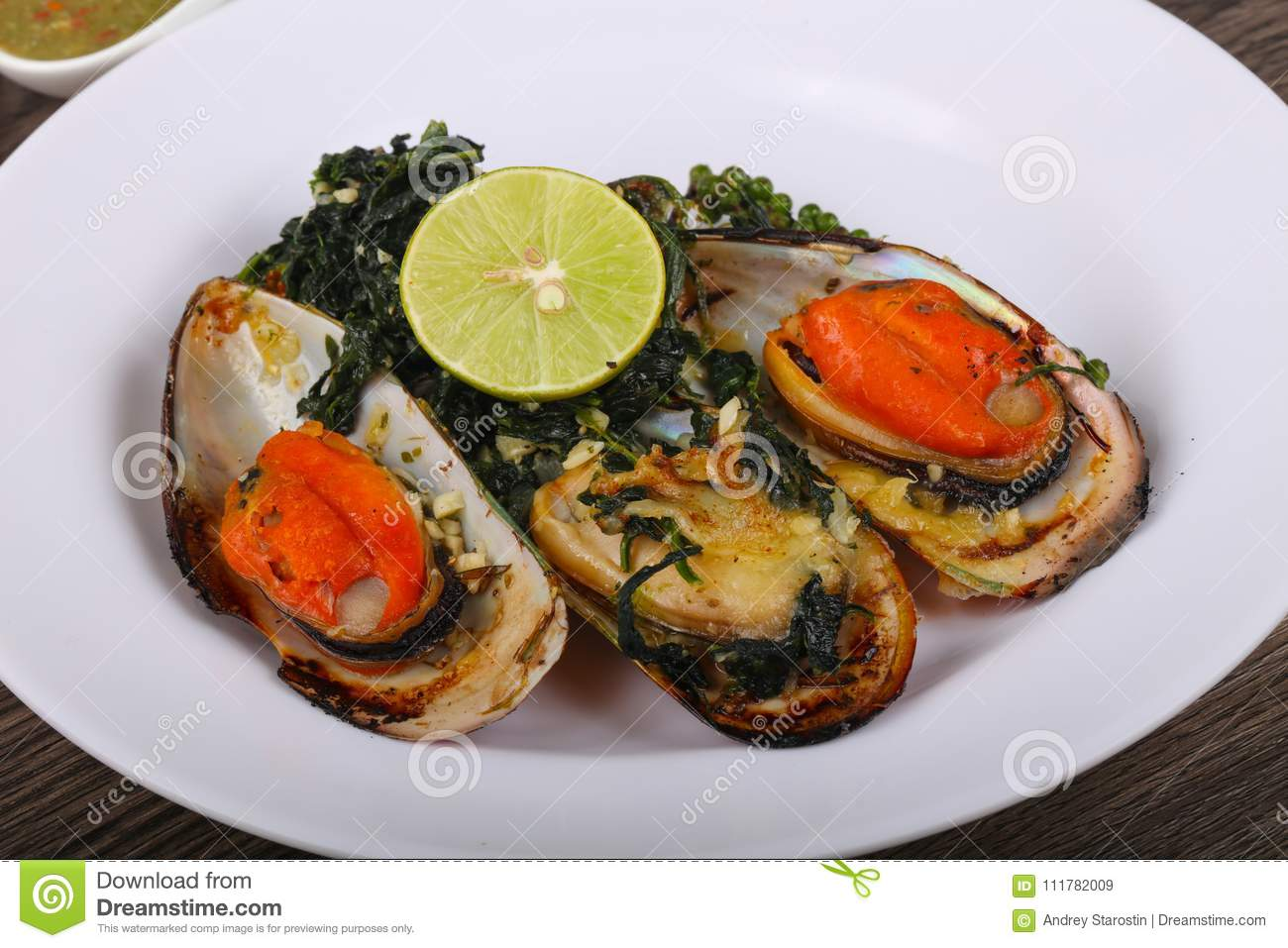 Baked mussels with spinach