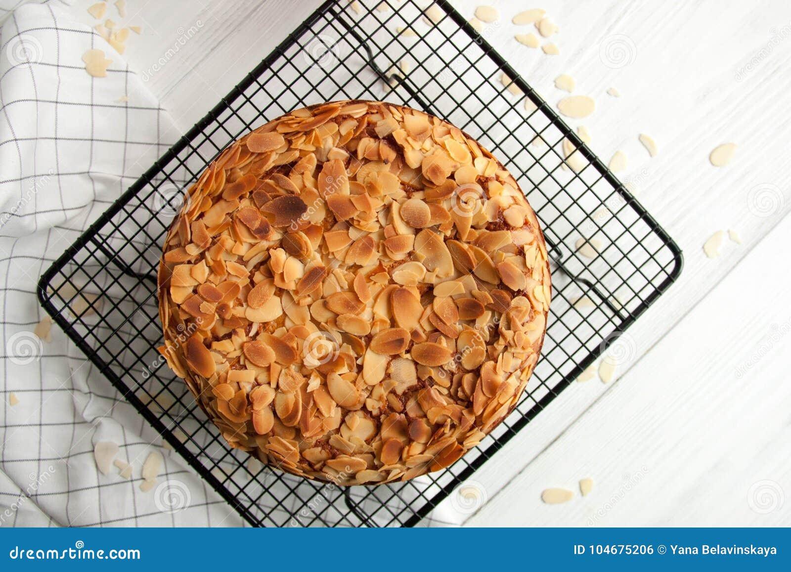 Pumpkin pie with almond