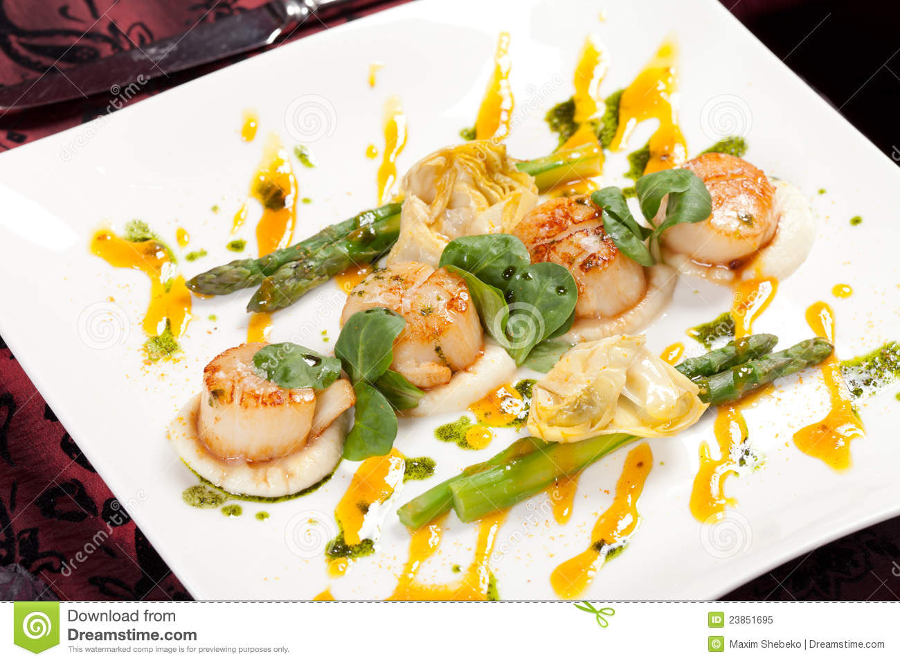 Royalty Free Stock Photo: Baked scallops with asparagus