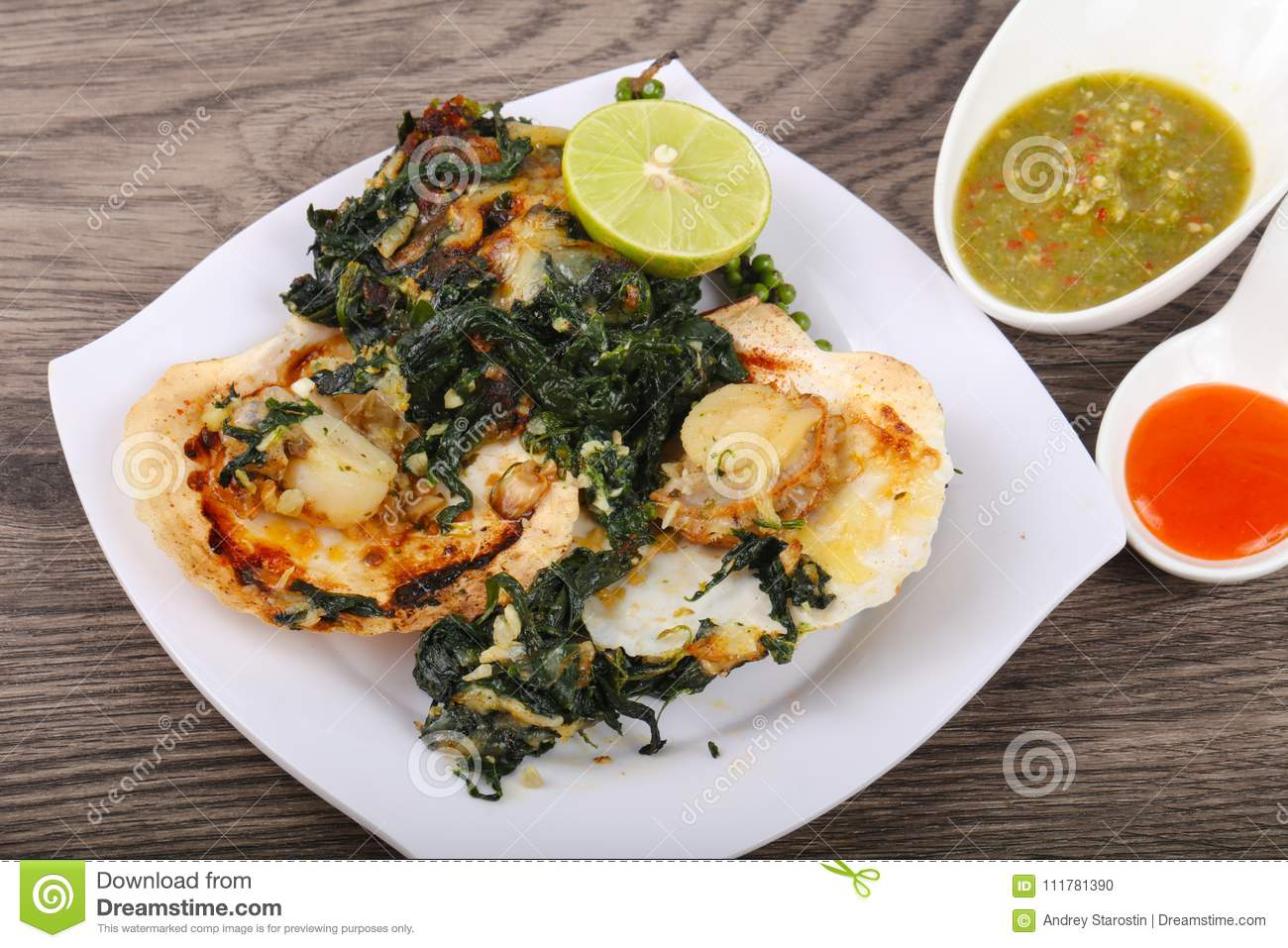 Baked scallops with spinach