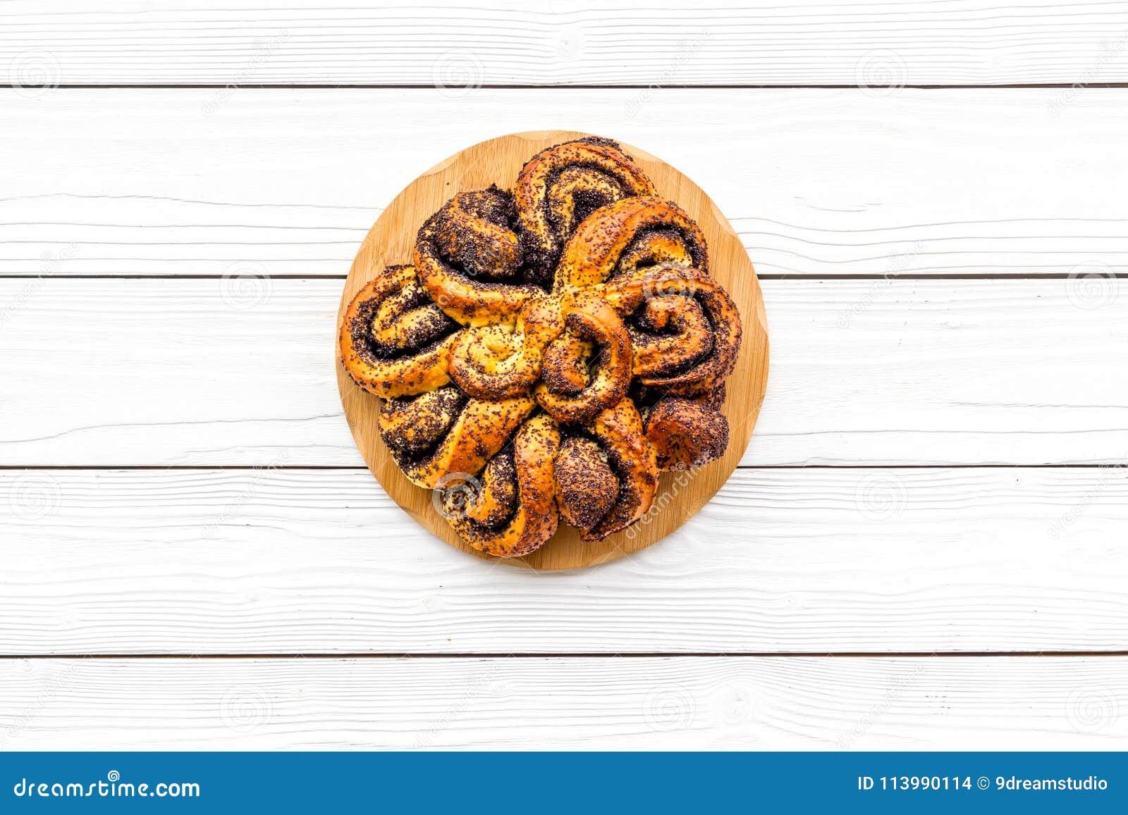 Bakersfield Большое печенье с маком на белом деревянном космосе экземпляра взгляд сверху предпосылки