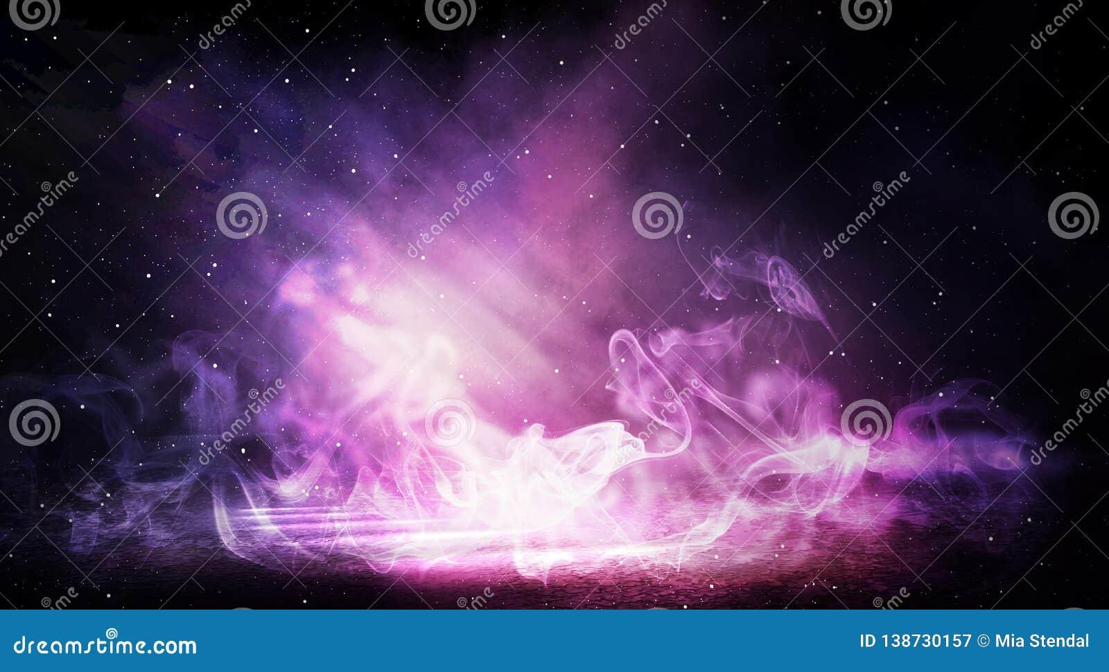 Bakgrund av ett tomt mörker-svart rum Tomma tegelstenväggar, ljus, rök, glöd, strålar