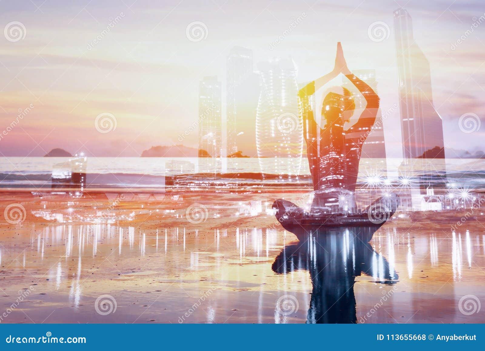 Bakgrund för dubbel exponering för yoga, sund livsstil