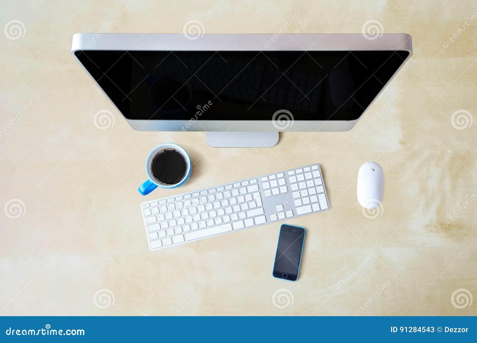 Bakgrund för tabellen för datortexturträdet, tangentbordet, musen, blått rånar och ringer