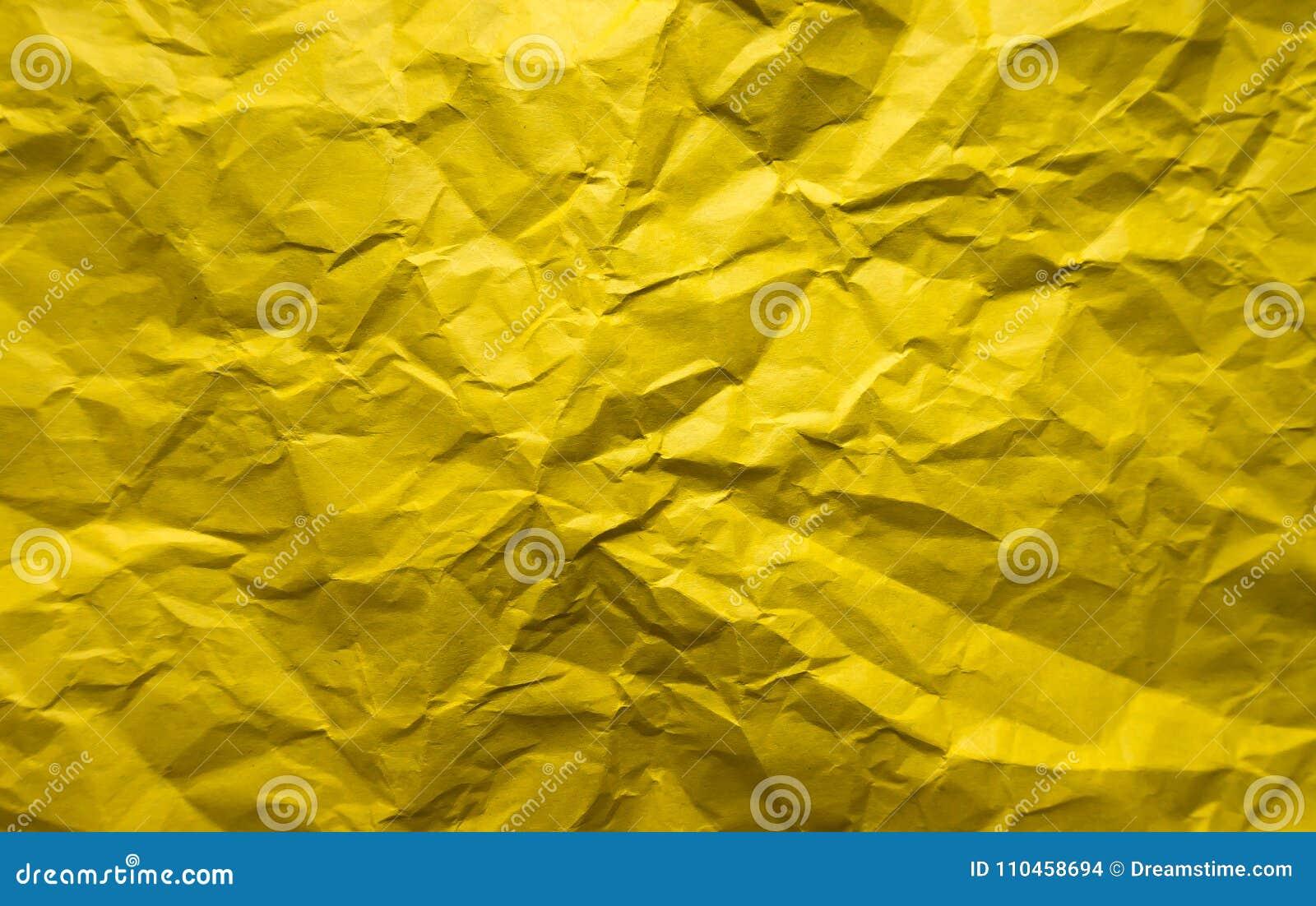 Bakgrund Skrynkligt gult ark av papper
