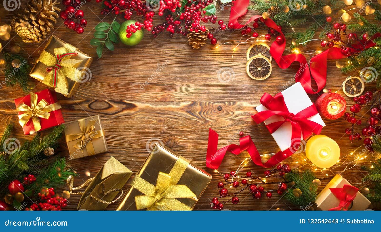 Bakgrundsjulen inramninde ferieplats Färgrika slågna in gåvaaskar, bakgrund för härlig Xmas och för nytt år med gåvaaskar, steari
