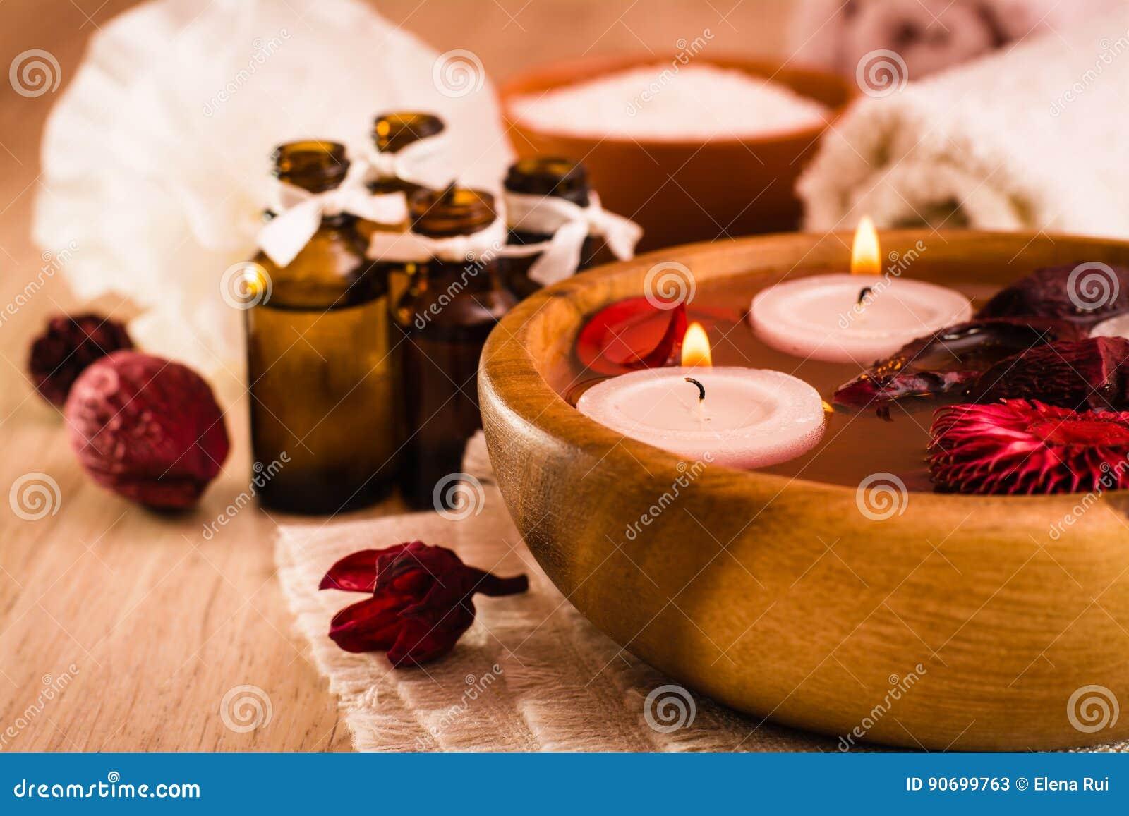 Bakgrundsstearinljuset blommar brunnsorthanddukyellow Aromatherapy, brunnsortobjekt, stearinljus, nödvändiga oljor, salt hav, han