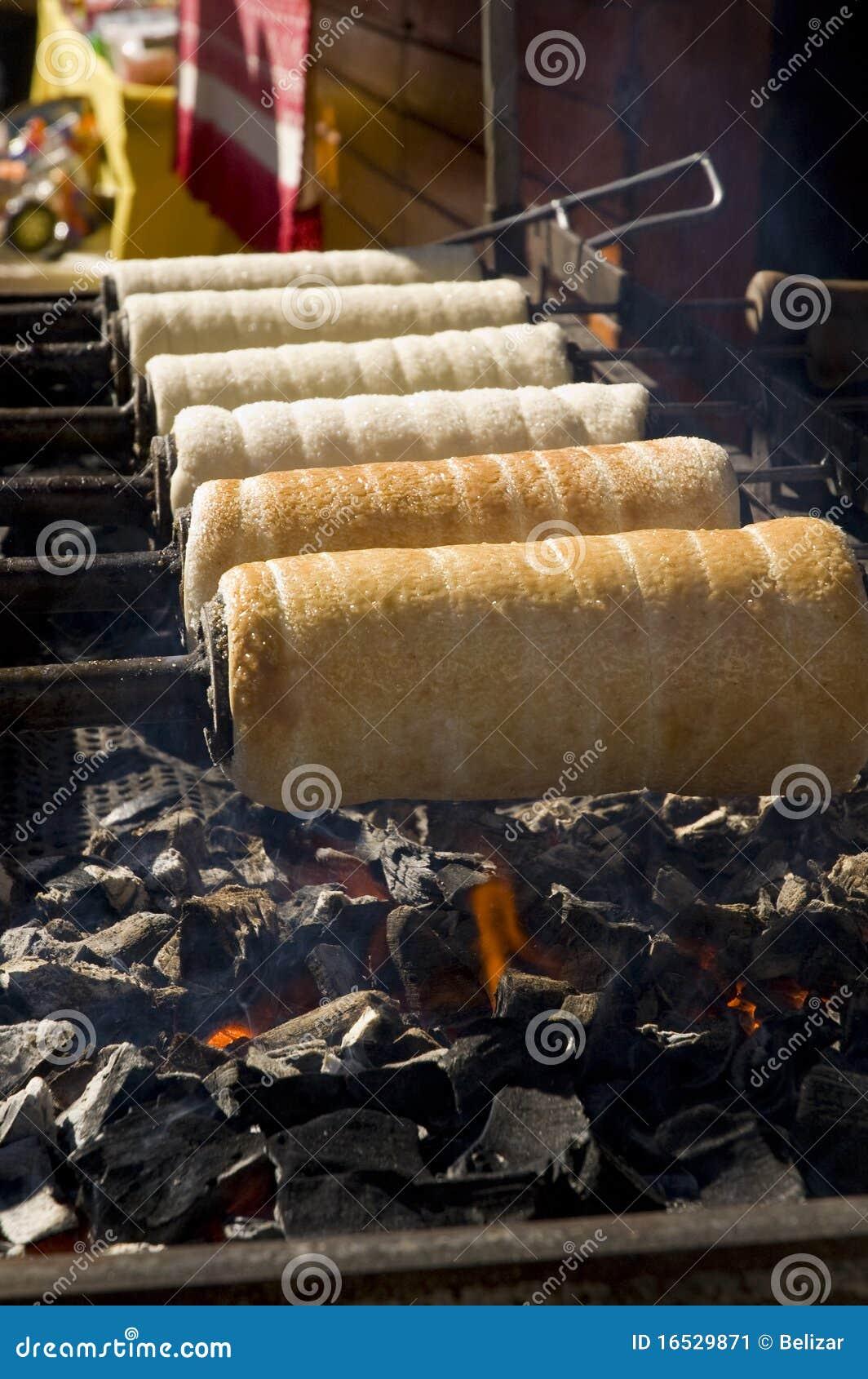 Baking chimney cakes