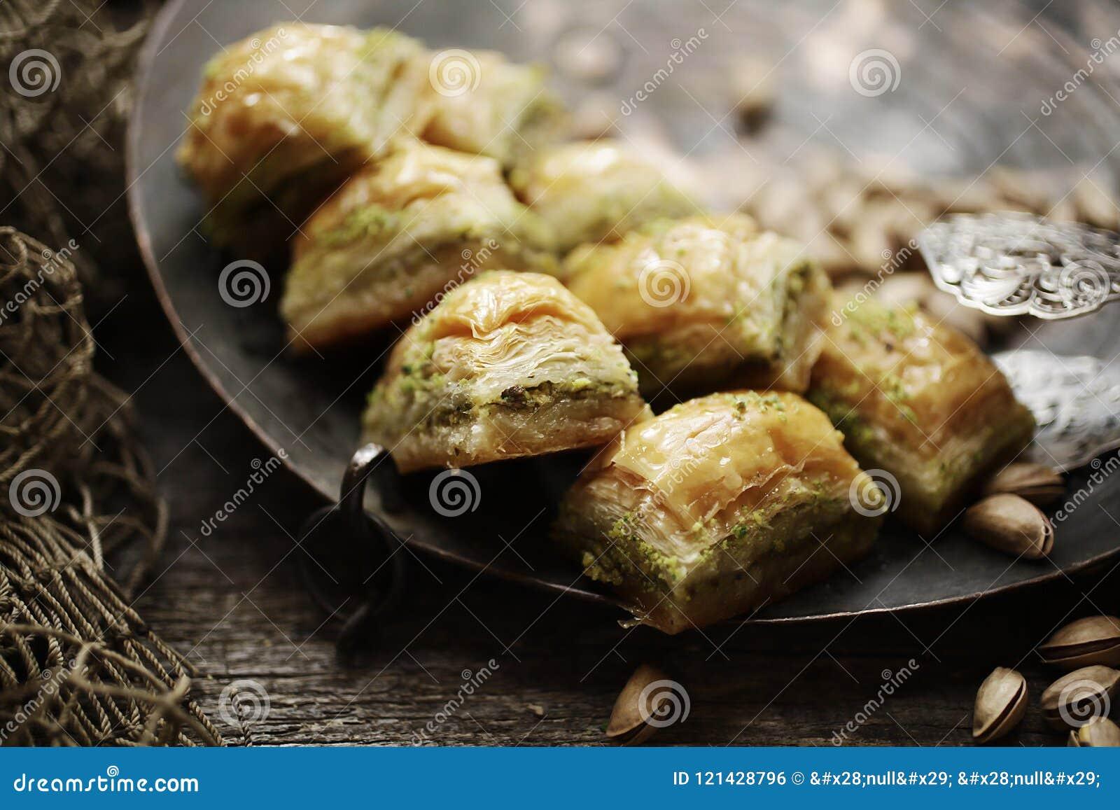 Baklava- und Kiefernnüsse