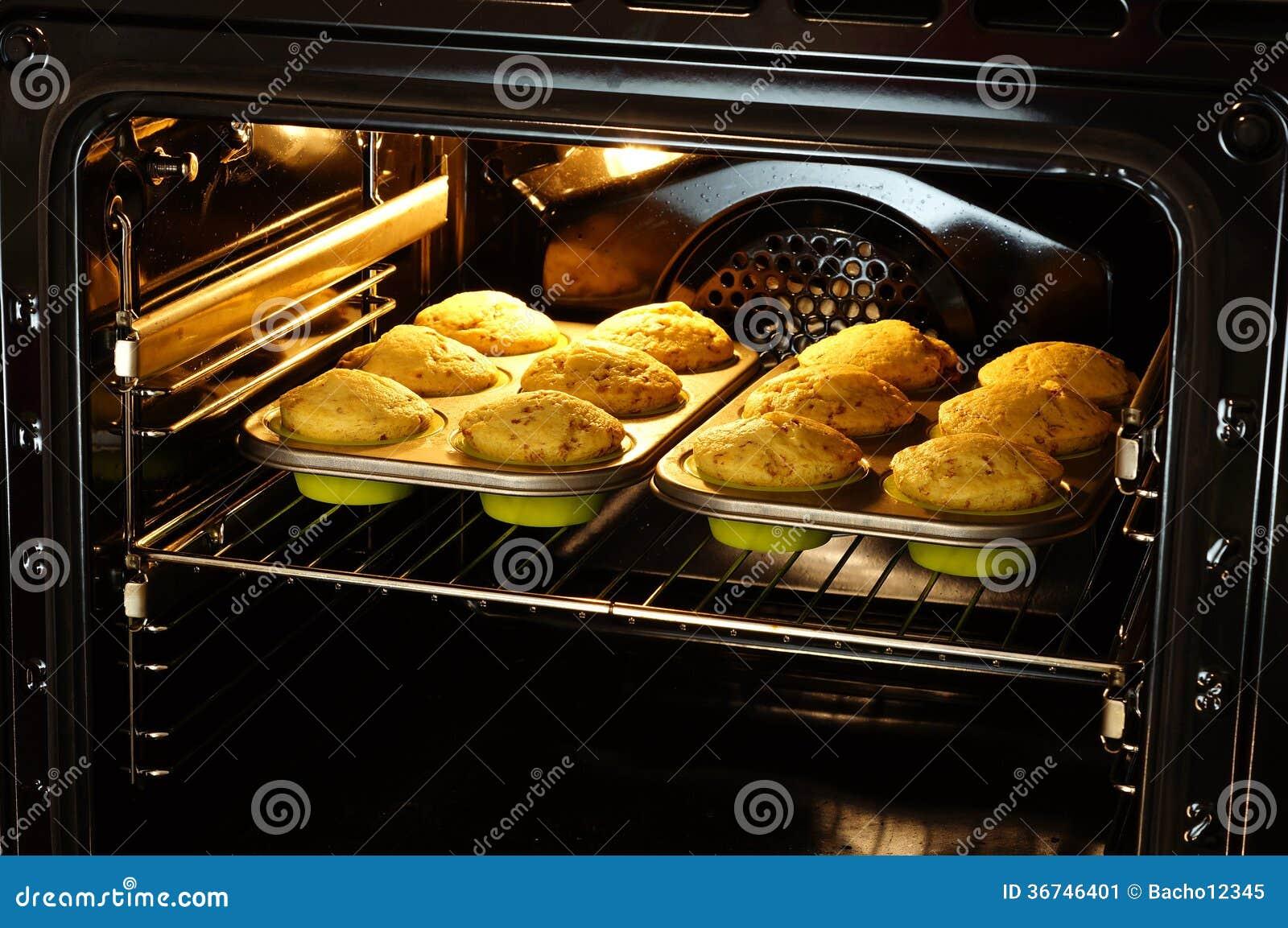 Bakselmuffins in oven
