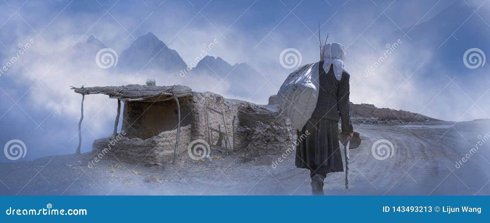 Baksidan av en tajik kvinna