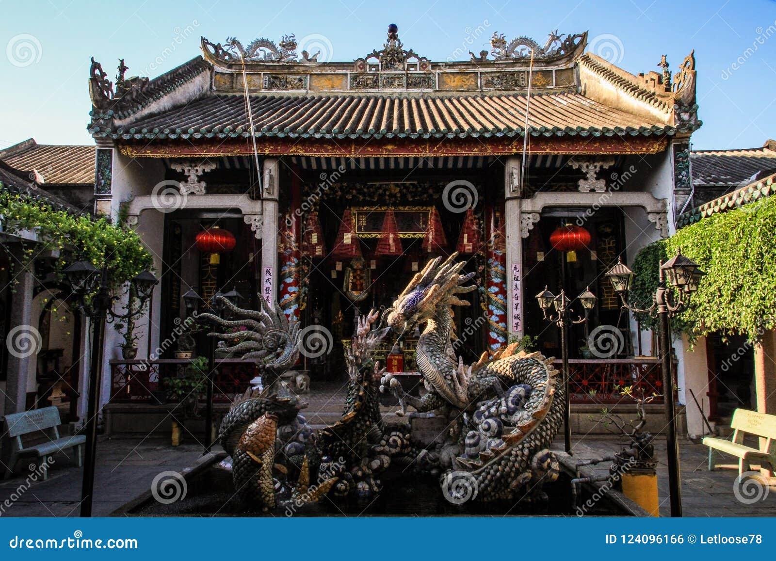 Baktill av Cantoneseaulan och att visa drakespringbrunnen, hoi, Quang Nam Province, Vietnam